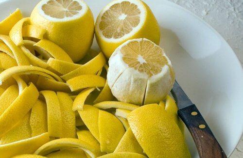 Skórka z cytryny leczy bóle stawów