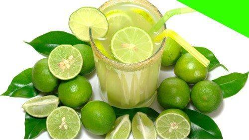 Oczyszczający sok z limonki