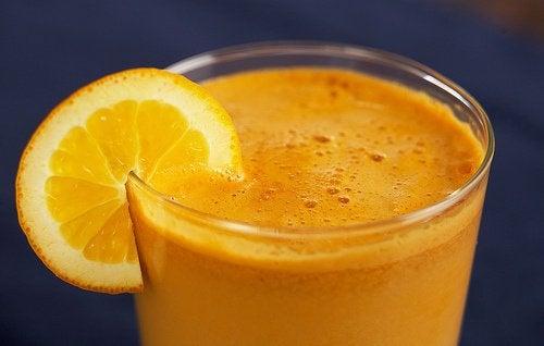 Świeży sok z pomarańczy