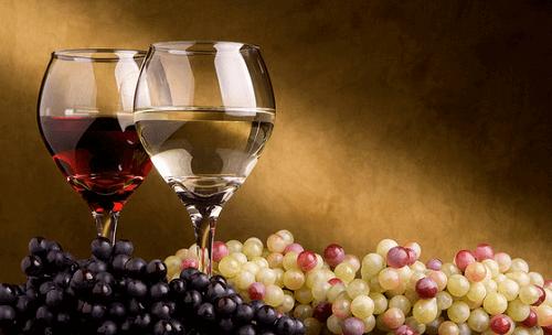 Kieliszki wina białego i czerwonego na ciśnienie krwi