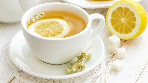 Napar z cytryną - remedium na ból głowy