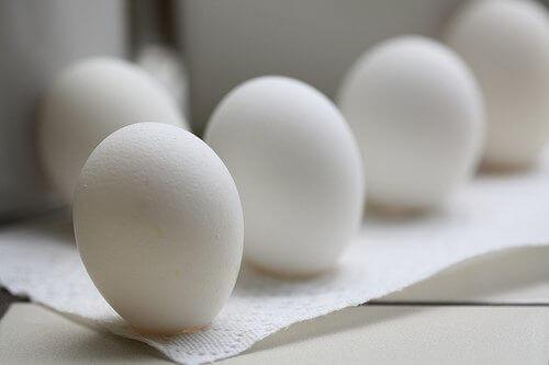Białe jajka