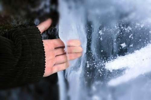Lód i zimne dłonie