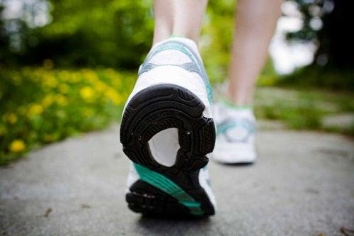 Odpowiednie obuwie na spacery