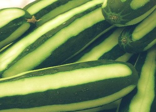 Zielony ogórek na podrażnione oczy
