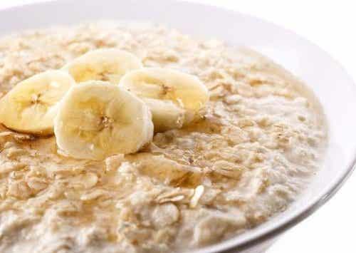 Płatki owsiane - 11 zalet i przepis na śniadanie