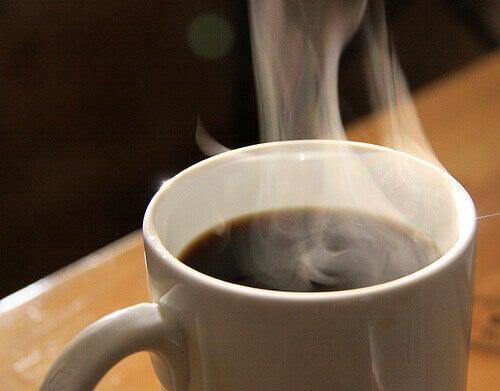 Parująca kawa