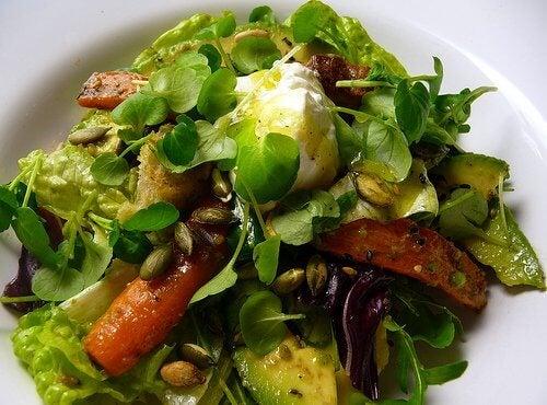Zdrowa, zielona sałatka