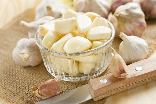 Czosnek - naturalne lekarstwo na bóle stawów