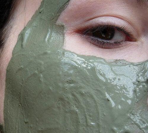 Glinka na twarz