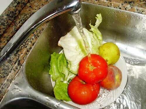 Mycie warzyw i owoców – rady oraz wskazówki