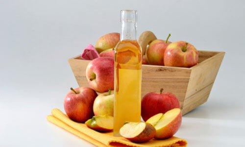 Ocet jabłkowy i jego korzyści dla włosów