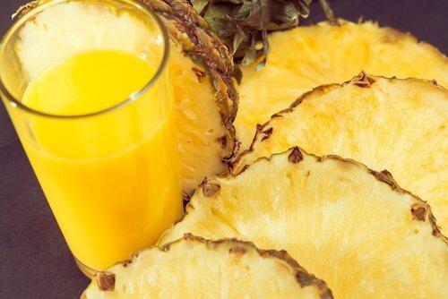Naturalny sok z ananasa