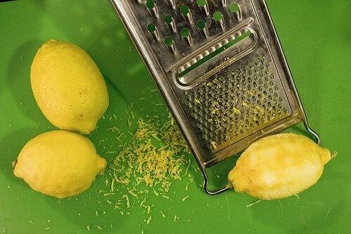 Skórka z cytryny idealna na maseczki na trądzik