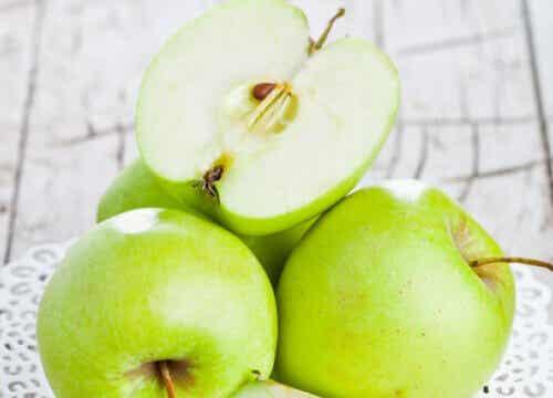 Jabłko: czy wiesz o tym, że już jedno dziennie chroni przed otyłością?
