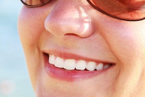 ocet jabłkowy wybiela zęby
