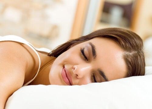 Zasypiająca kobieta