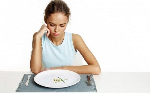 Głodząca się kobieta - szybka utrata wagi