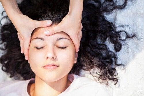 Masaż skóry twarzy