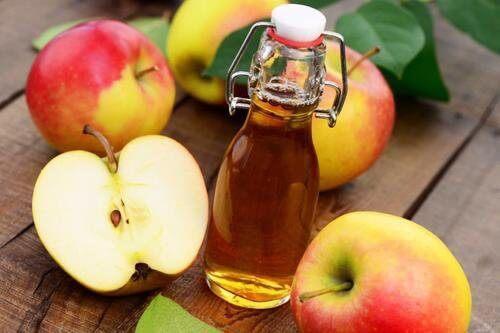 Ocet jabłkowy na czyste włosy