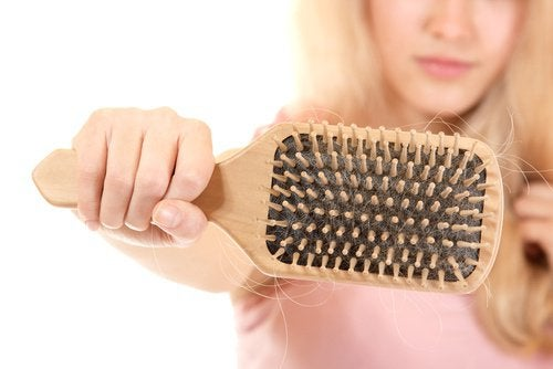 Choroby tarczycy a wypadanie włosów