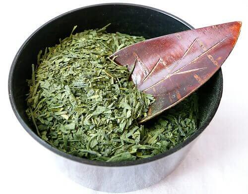 Zielona herbata w liściach