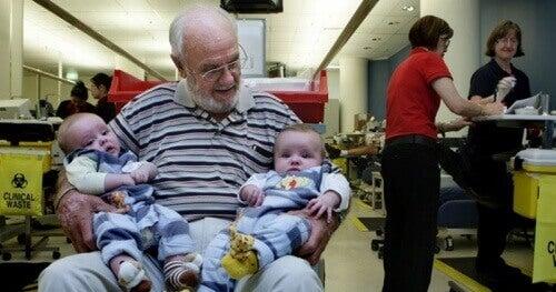 Ocalił miliony dzieci oddając krew