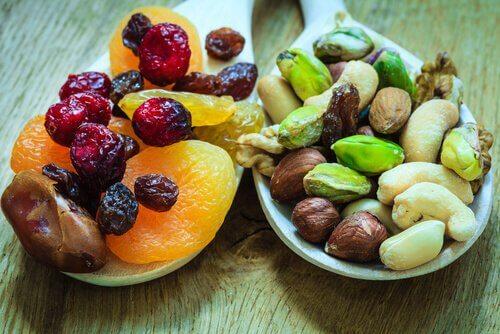 Suszone owoce i kości