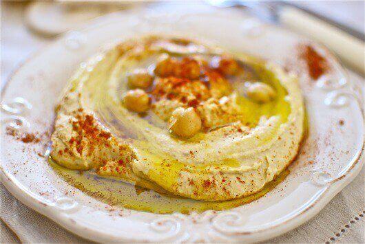 Hummus z pieprzem cayenne.