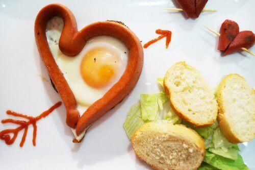 Jajko sadzone z parówką