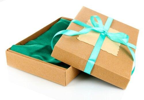 Pudełka z kartonu