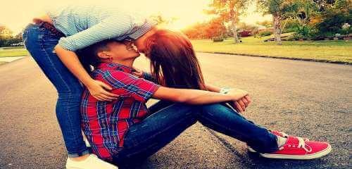Młodzi zakochani - idealny partner