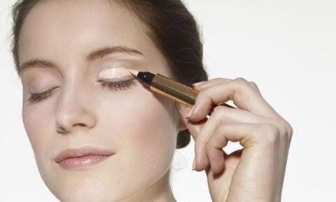 Makijaż rozświetlające spojrzenie