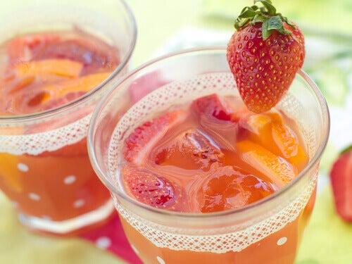 Schłodzony sok z truskawek
