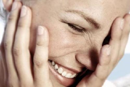 Twarz szczęśliwej kobiety, lepsza pamięć