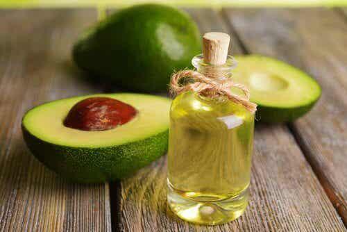 Naturalny olejek sposobem na wzrost włosów