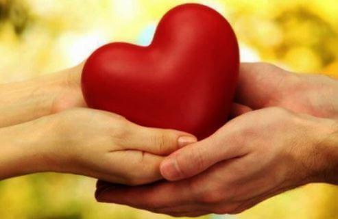 Wrażliwe serce w dłoniach