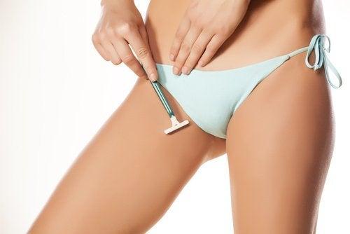 Golenie okolic intymnych może powodować swędzenie
