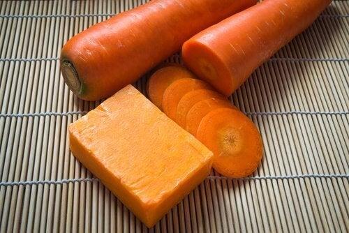 toner z marchewki na twarz