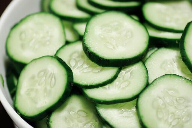 Zielony ogórek na podwójny podbródek
