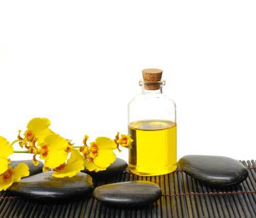 olej rycynowy sposobem na wypadanie włosów