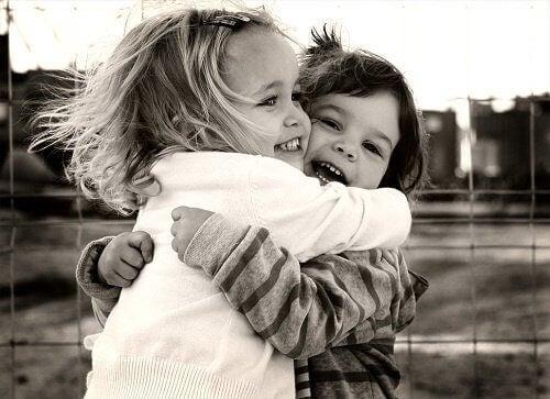 Przytulone dzieci