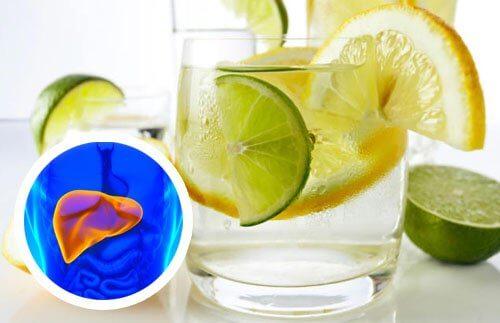 Woda z cytryną na detoks wątroby!