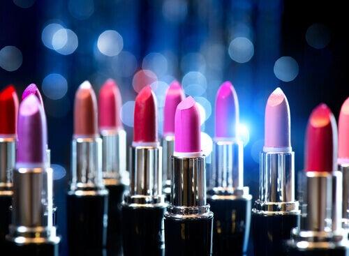 pożyczanie kosmetyków do ust takich jak szminki to zły pomysł