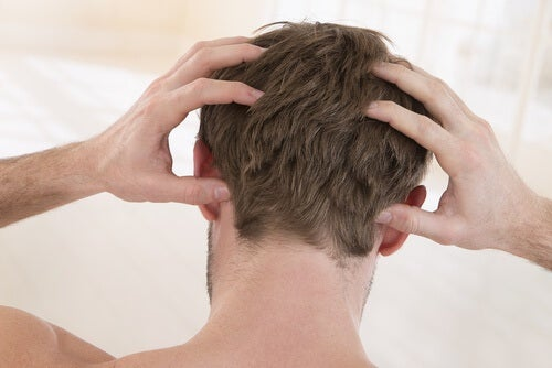Swędzenie głowy