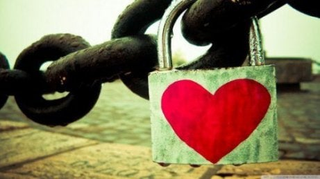 Kłódka z sercem, wybaczyć urazy