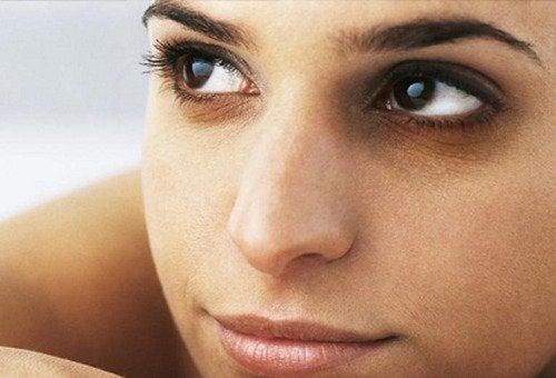 Dbanie o urodę: podpuchnięte oczy
