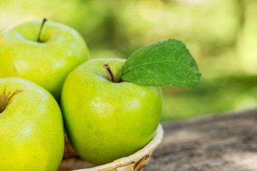 Surowe jabłka
