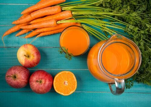 Koktajl z jabłka i marchewki