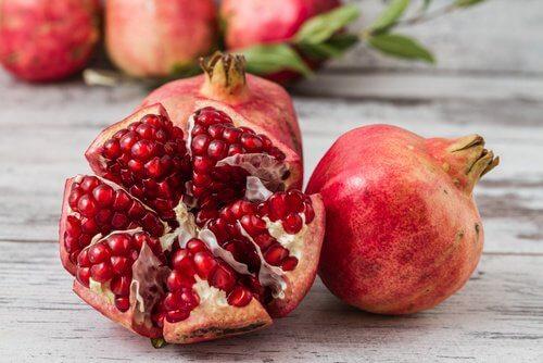 Owoce granatu